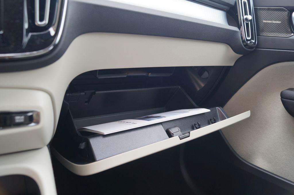 Volvo XC40 Momentum T3 FWD - Szwedzka oryginalność