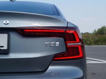 "Volvo S60 T5 2,0 R-Design 250 KM 8AT – ,,Światowiec"""