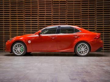 Lexus IS ostro przyprawiony