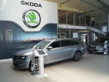 Nowa Skoda Superb na 20 lat POL-MOT Auto i 120 lat Skody