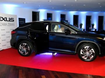 Premiera Lexusa RX