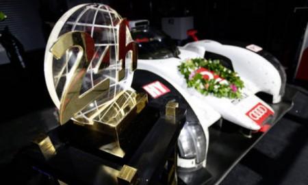 Trzy Audi R18 e-tron quattro w Le Mans