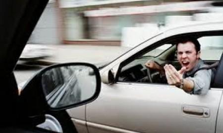 Dlaczego polscy kierowcy są na bakier z kulturą na drodze?