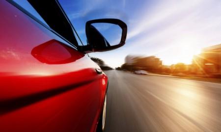 Polscy kierowcy: pędzimy, pewni siebie