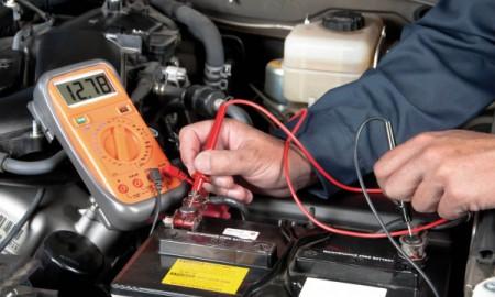 Zimą regularnie sprawdzaj stan hamulców i akumulatora