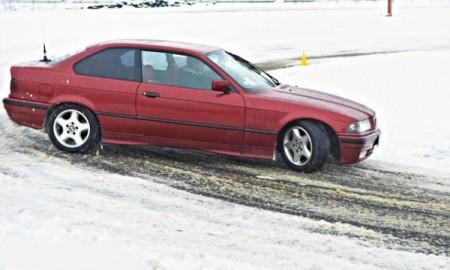 Proste wskazówki na bezpieczną jazdę zimą