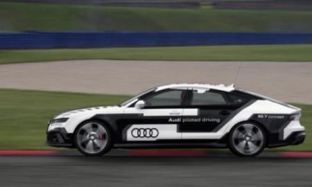 Audi RS7 bez kierowcy znów na torze