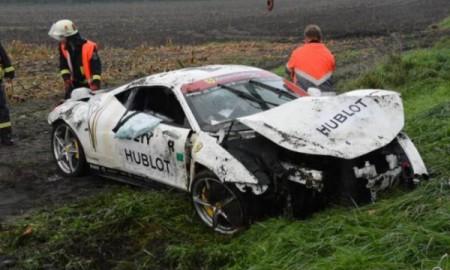 Ferrari 458 Italia rozbite na niemieckiej drodze