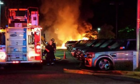 Pożar w salonie Jaguar Land Rover w Massachusetts