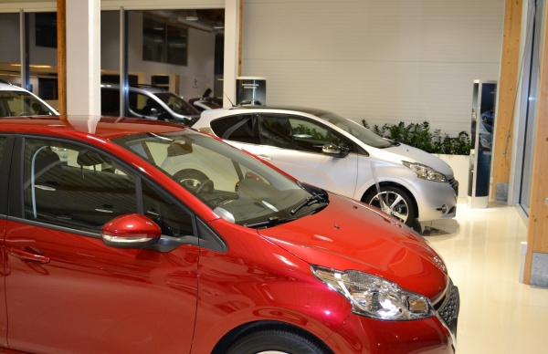 Rośnie sprzedaż samochodów