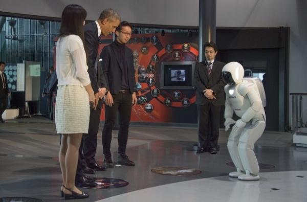 ASIMO powitał Prezydenta Obamę