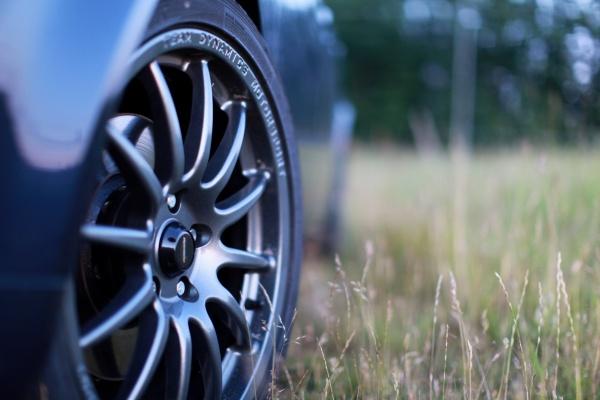 Jak właściwie dbać o felgi samochodowe?