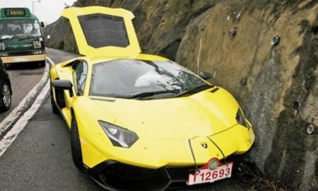 Rozbity Aventador