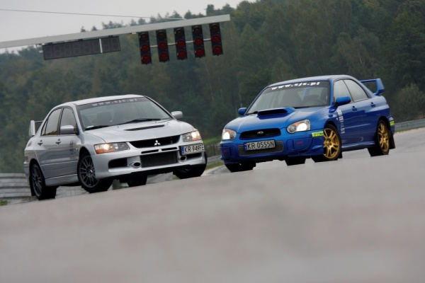 Wielkie starcie Subaru Impreza vs Mitsubishi Lancer