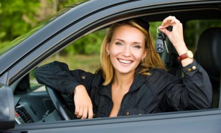 Dzień Kobiet za kierownicą. Czym najczęściej jeżdżą panie?