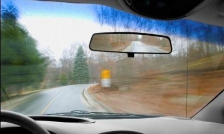 Szyby samochodowe na zimowym celowniku