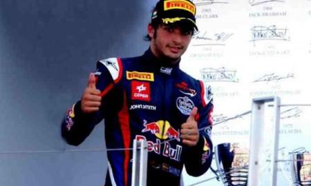 Syn Carlosa Sainza na drodze do F1