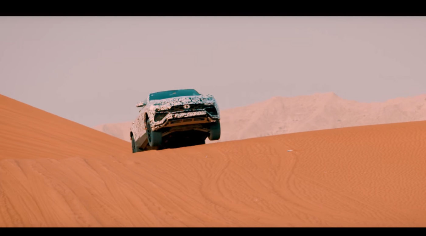 Lamborghini Urus na pustyni