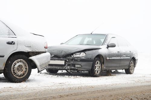 Co z odszkodowaniem, gdy kierowca spóźni się z wymianą opon na zimowe?