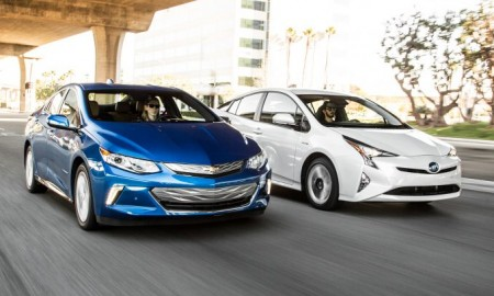Toyota Prius Plug-in Hybrid pokonała Chevroleta Volt