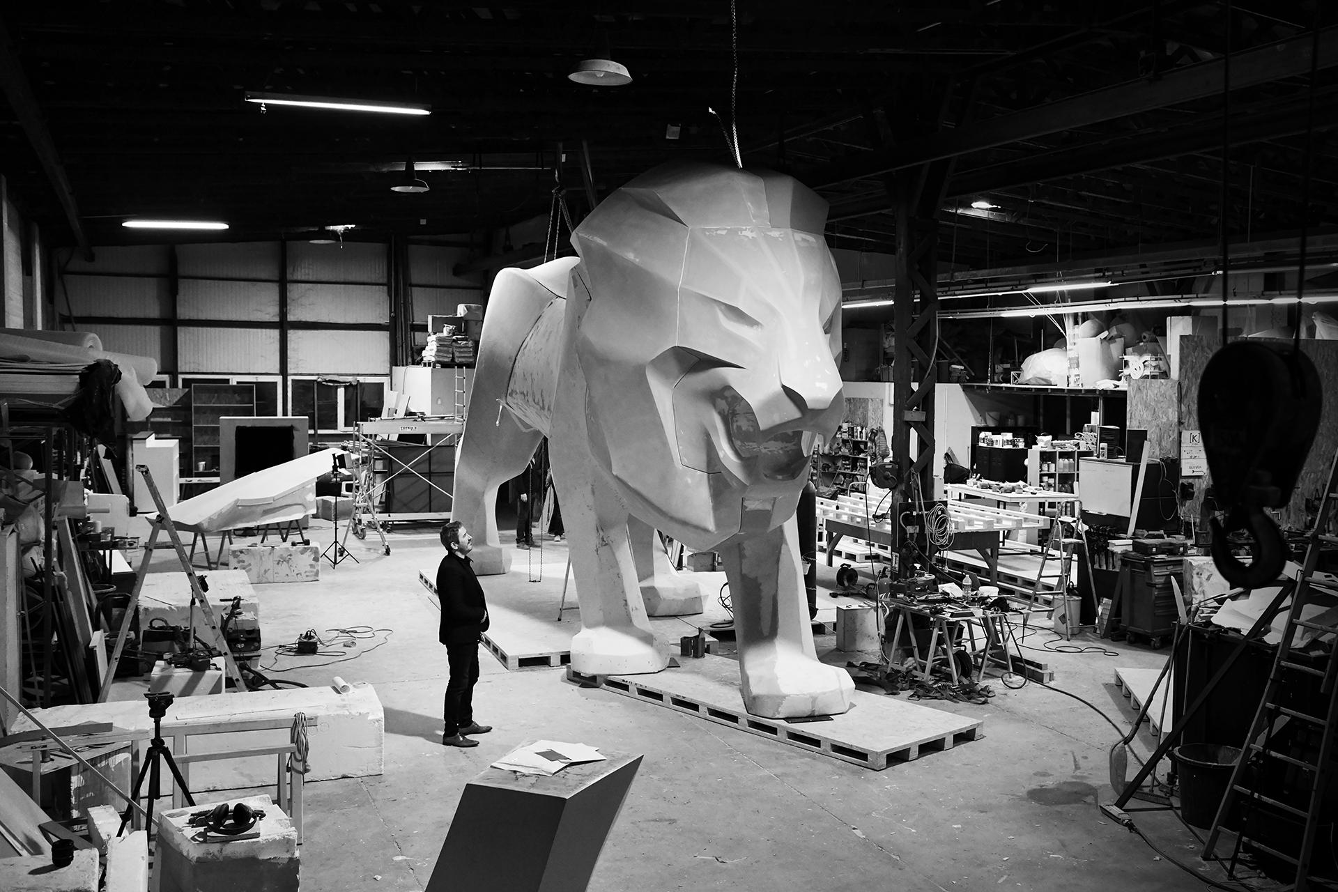 Peugeot prezentuje monumentalnego lwa