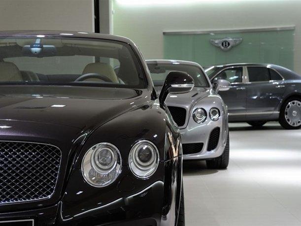 Rośnie liczba luksusowych aut