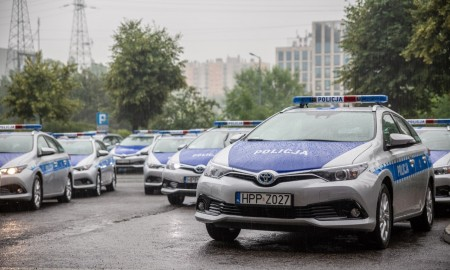 Policja w hybrydowych Toyotach
