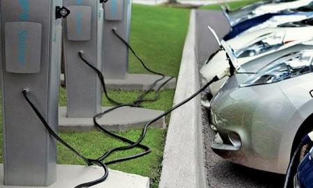 Przyszłość aut elektrycznych w Polsce pod 4 znakami zapytania