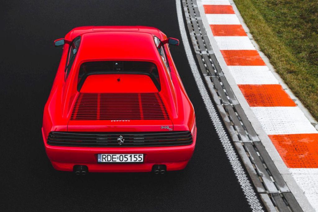 Klasyczne Ferrari 348 odrestaurowane w Polsce