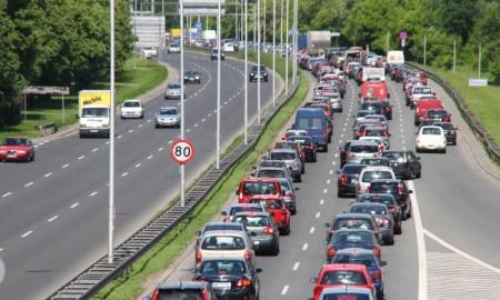 Jak zabezpieczyć samochód przed długotrwałą jazdą w korkach?