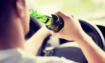 Co skłania kierowców do jazdy po alkoholu?