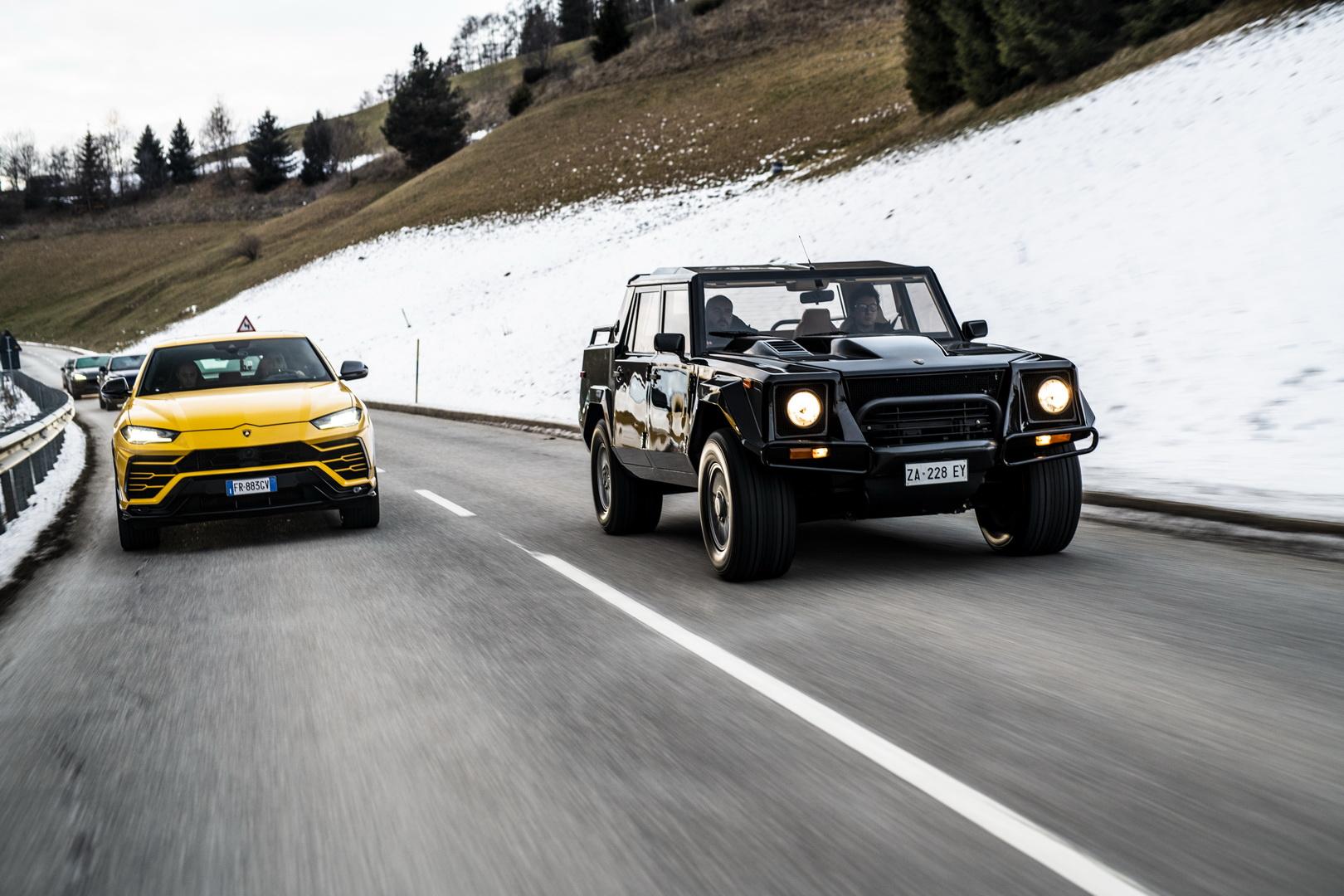 Lamborghini Urus i LM002 w świątecznym konwoju