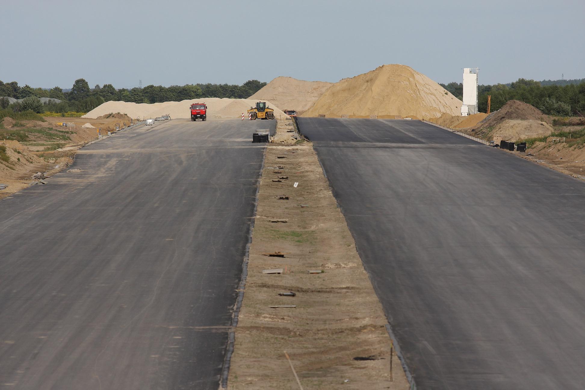 W tym roku do użytku zostanie oddanych niemal 500 km nowych dróg