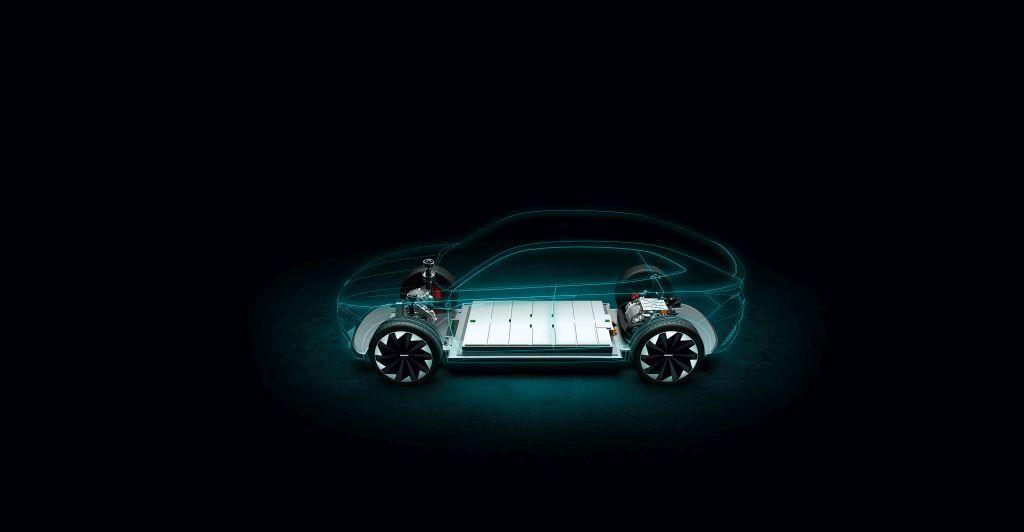 Napęd elektryczny bez tajemnic. Jak działają akumulatory w e-samochodach?