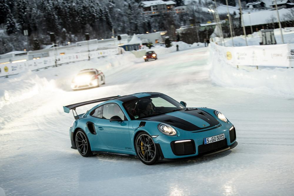 Nowe Porsche 911 w Alpach