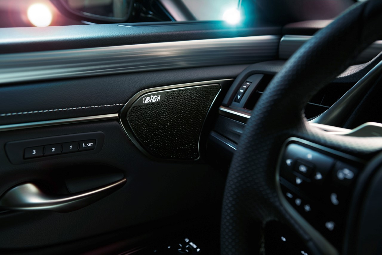 Lexus ES kontra opera