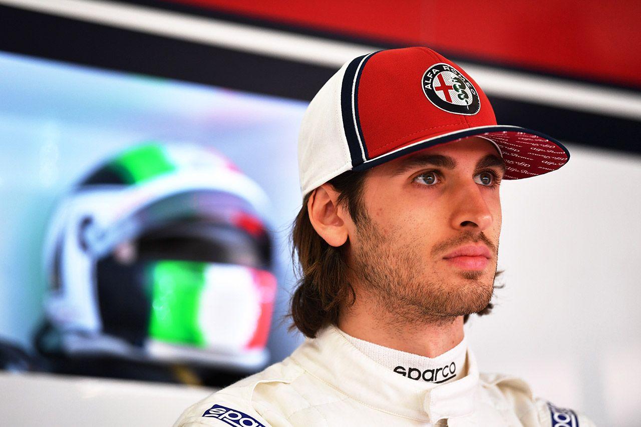 Antonio Giovinazzi za kierownicą Alfy Romeo Racing C38 w Barcelonie