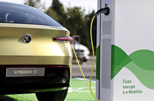 Ładowanie zamiast tankowania - tak będzie wyglądać przyszłość motoryzacji?