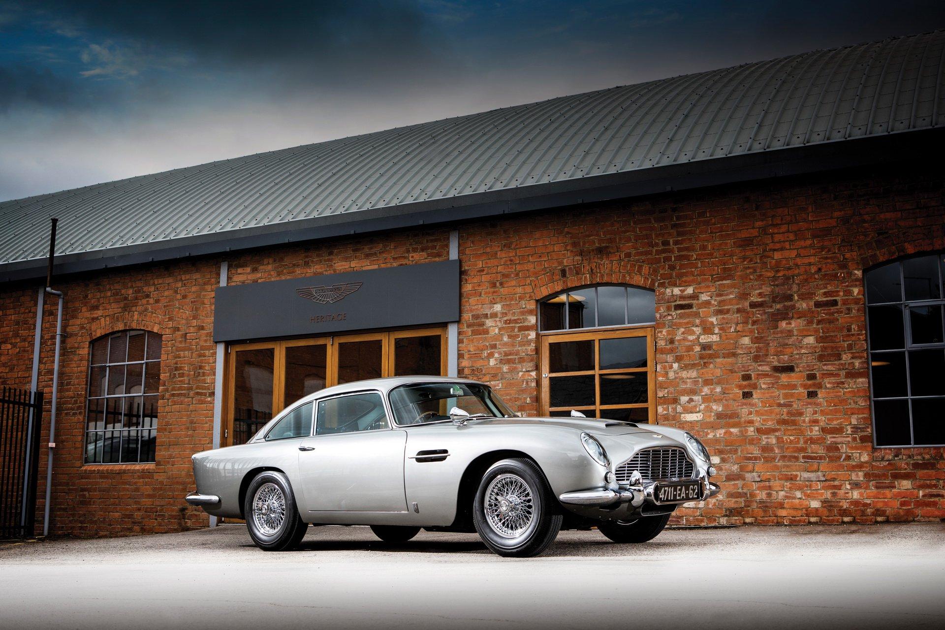 Aston Martin DB5 Jamesa Bonda do kupienia