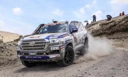 Toyota przygotowuje Land Cruisera do Rajdu Dakar