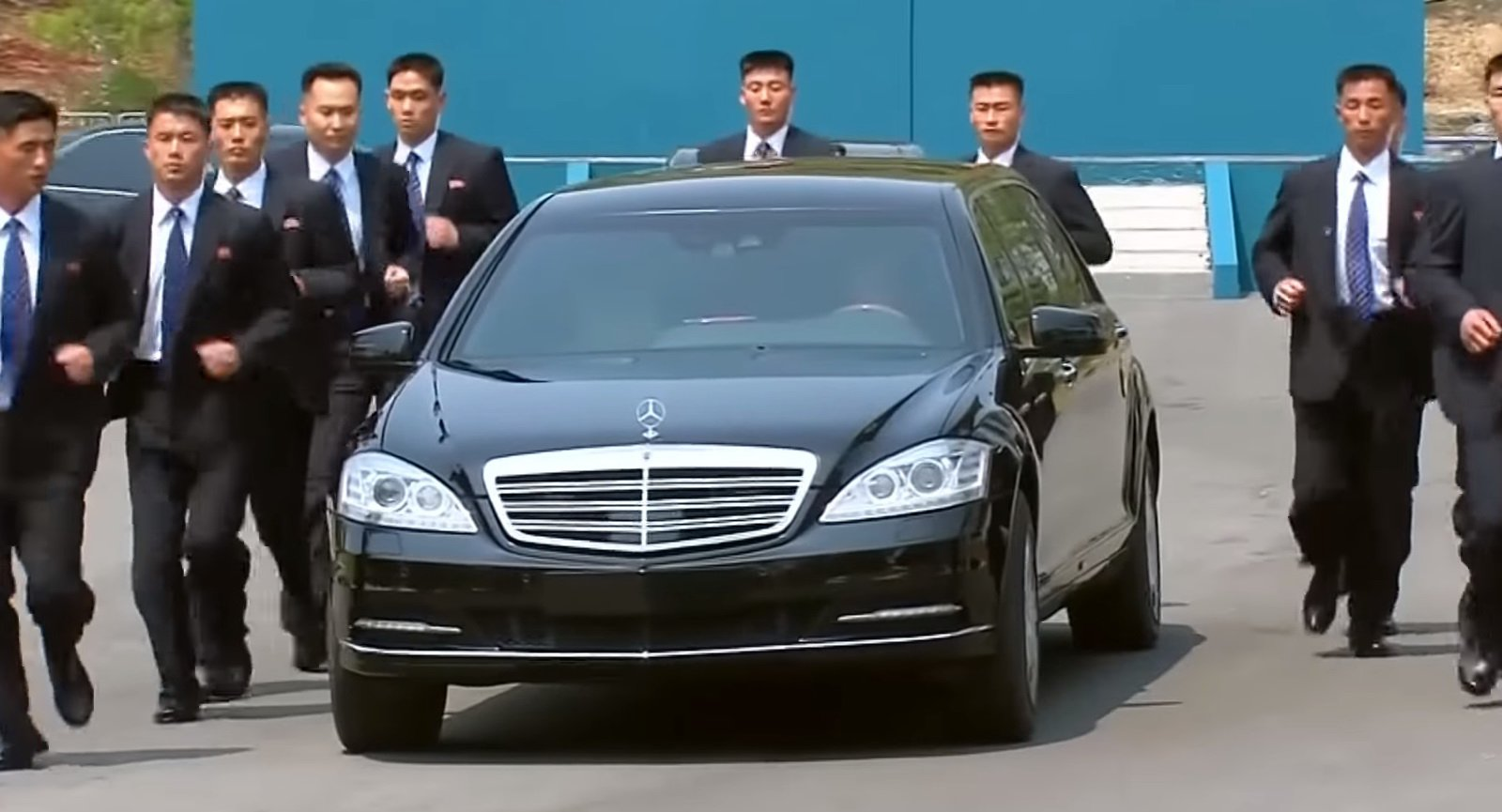 Jak opancerzone Mercedesy trafiły do Kim Jong Una