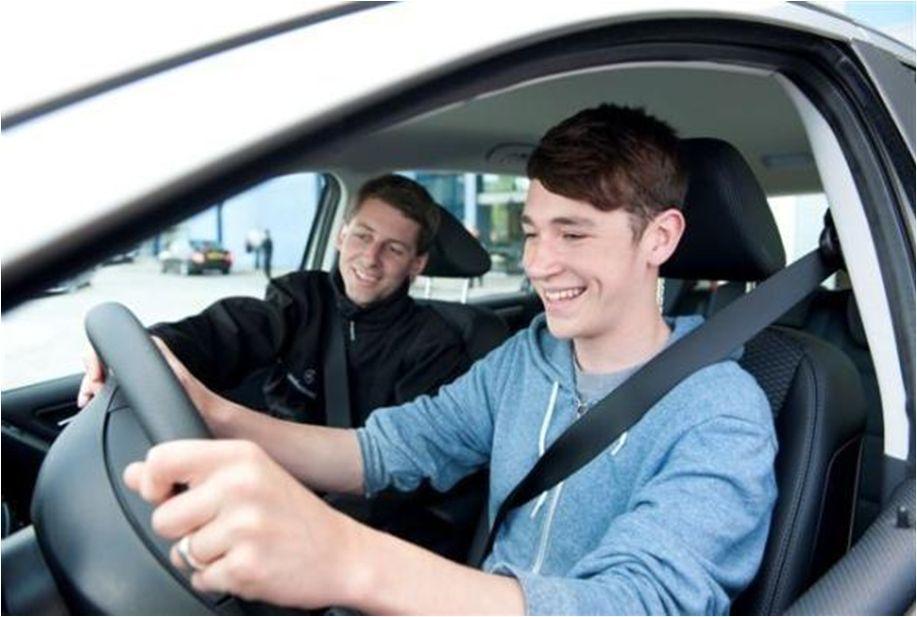 Gdzie oszczędzić na OC, będąc młodym kierowcą bez zniżek?