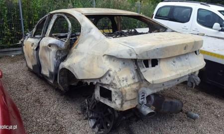 Spłonęło wypożyczone przez oszusta BMW