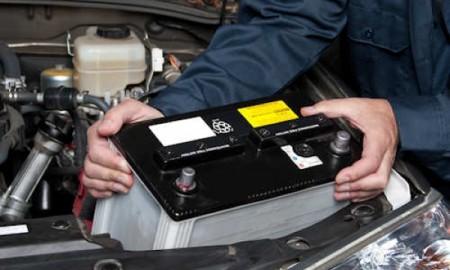 Niesprawne akumulatory odpowiadają za prawie 40 proc. awarii aut