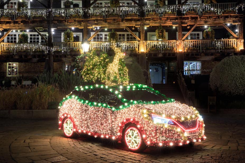 Nissan Leaf jak świąteczna choinka