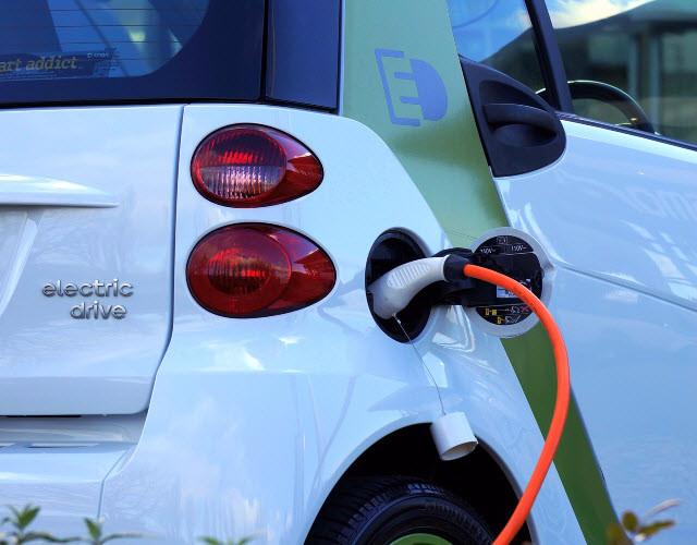 Samochody elektryczne czy gazowe – co będzie przyszłością polskiego transportu?