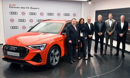 Piłkarze FC Bayern Monachium w elektrycznych Audi
