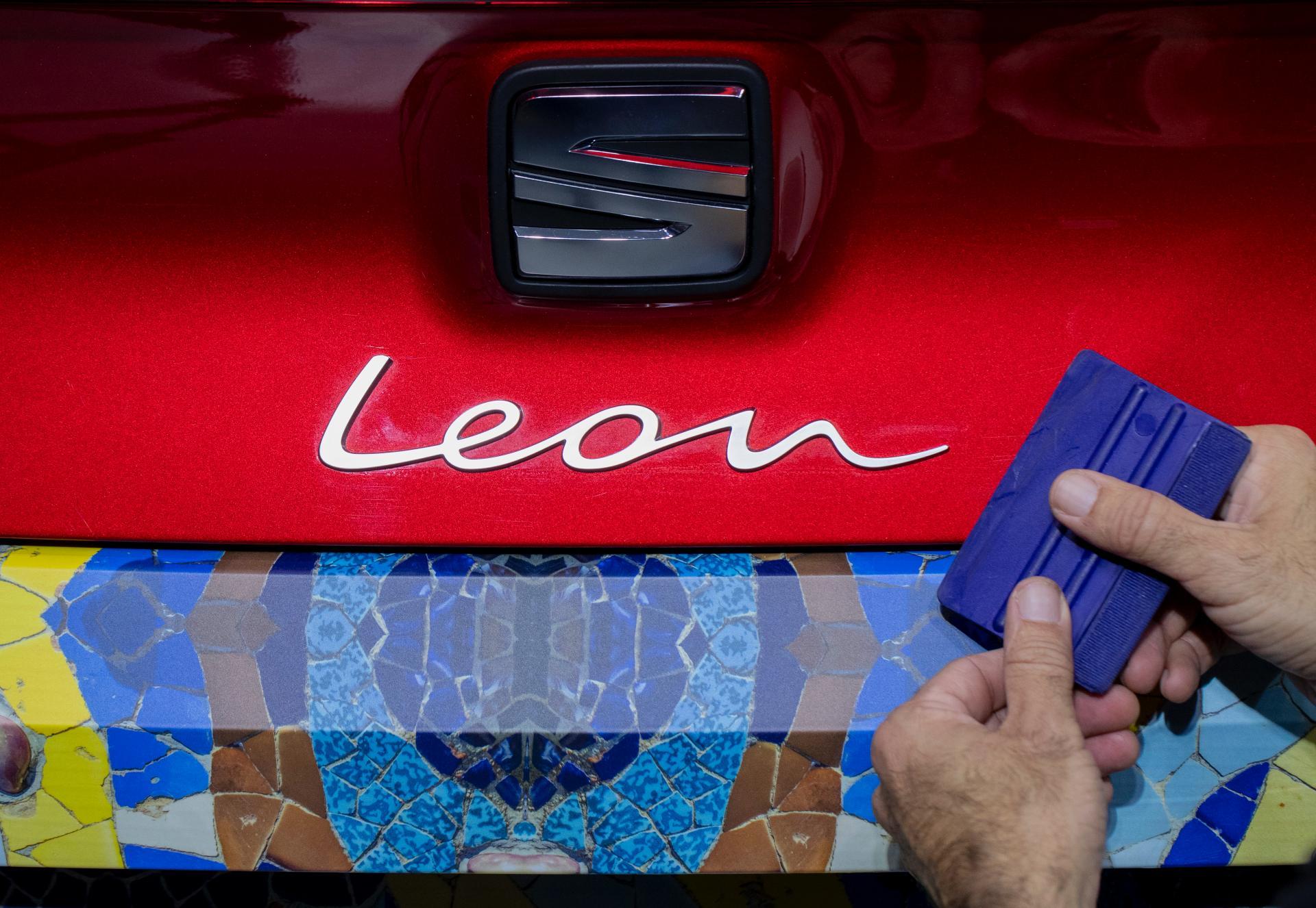 Seat Leon ukryty pod barcelońską mozaiką