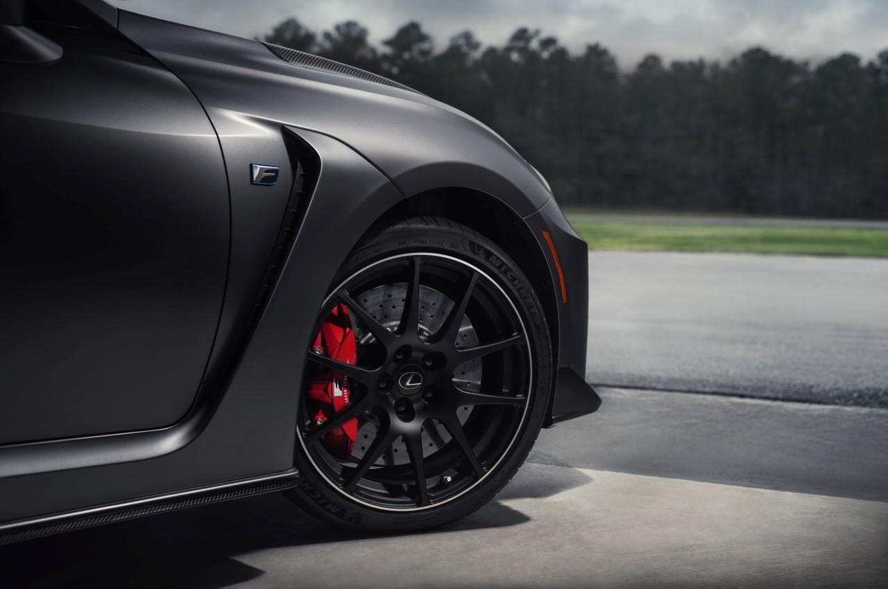 Włókno węglowe, tytan i krzem – z czego zrobione są sportowe auta?