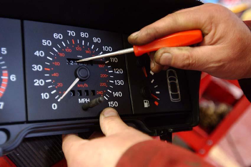Kara za wymianę licznika możliwa, ale… po pierwszej rejestracji auta w Polsce